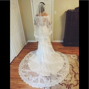 stunning lace wedding gown